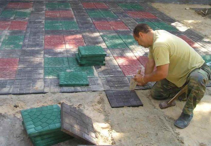 Укладка полимерпесчаной плитки